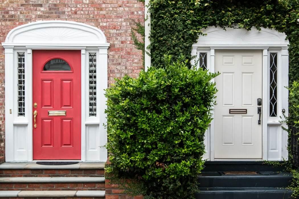 Защо да избера блиндирана входна врата за апартамент или къща?